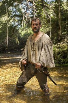 """El actor José Luis García en el papel de Hernán Cortés en la serie """"Carlos, Rey Emperador""""."""