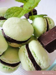 Italian Macarons, Vanilla Macarons, Macaron Flavors, Macaron Recipe, Macaron Cookies, Cake Cookies, Smoothie Fruit, Winter Food, Food And Drink