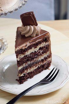 Cooking Recipes: Kinder Bueno cake no-bake Real Food Recipes, Baking Recipes, Cake Recipes, Tasty Chocolate Cake, Chocolate Recipes, Cute Desserts, Delicious Desserts, Bueno Recipes, Plum Cake