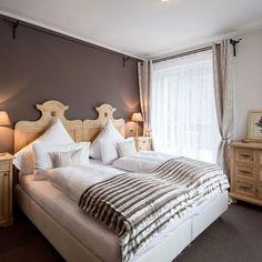 Lo Chalet Hotel Hartman si trova a Ortisei, in Val Gardena (Bolzano). Si trova vicino alle famose piste da sci del Sella Ronda e ha a disposizione un menu senza glutine per gli ospiti celiaci. Sci, Hotel, Menu, Furniture, Home Decor, Menu Board Design, Decoration Home, Room Decor, Home Furniture