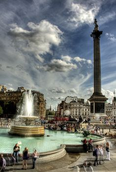 London. Trafalgar Square. Londres, England There were SO many pigeons the day we went!
