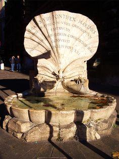 Roma - Fontana delle Api, via Flickr. #InvasioniDigitali il 26 aprile alle ore 13.00 Invasore: Elisa Art Trip