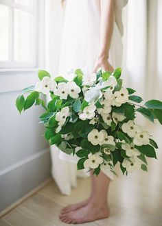 white dogwood bouquet | photography by Rylee Hitchner