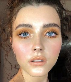 Mustard yellow eyeshadow, warm toned eye make up Senfgelber Lidschatten, warm getöntes Augenmake-up Makeup Goals, Makeup Inspo, Makeup Art, Makeup Inspiration, Beauty Makeup, Makeup Ideas, Chanel Makeup, Beauty Dupes, Makeup Designs