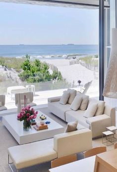 I Love Unique Home Architecture. Simply stunning architecture engineering full of charisma nature love. The works of architecture shows the harmony within. Coastal Homes, Coastal Living, Beach Homes, Modern Coastal, Coastal Style, Luxury Living, Modern Decor, Home Design, Living Room New York