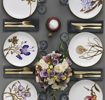 Flora Danica Table Setting in the 2012 Royal Copenhagen Catalogue Beautiful Table Settings, Table Set Up, Royal Copenhagen, Elegant Table, Table Arrangements, Deco Table, Home Interior, Dinner Table, Dinnerware
