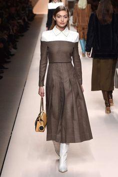 Gigi walking for Fendi Milan Fashion Week 2018 Fashion Week 2018, Milano Fashion Week, Summer Fashion Trends, Runway Fashion, Fashion Outfits, Womens Fashion, Milan Fashion, Fendi, I Love Fashion