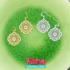 LAVISHY designs & wholesale original & beautiful applique bags, wallets, pouches & accessories for gift shop/boutique buyers in USA, Canada & worldwide. Filigree Jewelry, Filigree Earrings, Gold Filigree, Moroccan Pattern, Makeup Pouch, Gift Store, Gifts For Family, Crochet Earrings, Plating