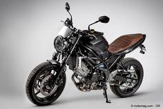 Comme d'autres avant lui, Suzuki s'engouffre dans la tendance et propose une déclinaison Scrambler de sa SV 650. Une série limitée très « air du temps » qui porte le prix du roadster à 7 999 € mais qui a le mérite de renouveler le look de cette moto bien connue de tous.