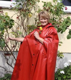 Rain Cape, Vinyl Raincoat, Rubber Raincoats, Rain Wear, Black Rubber, Sexy Women, Womens Fashion, How To Wear, Beauty