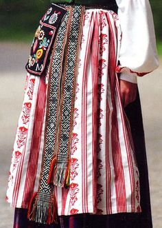 a beautiful blog about Eastern European   folk costumes.  Some great woven bands, as well as embroidery.