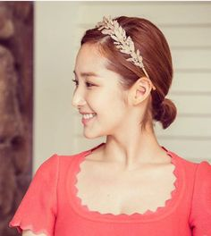 She looks like a greek goddess with that headband Korean Celebrities, Korean Actors, Park Min Young, Miranda Kerr, Victoria Beckham, Sunnies, Beautiful Women, Singer, Actresses
