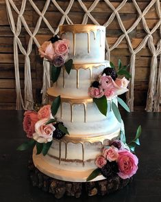 Beautiful wedding cake with roses decoration - wedding cake ideas #weddingcakeroses #weddingcakephoto