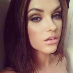 Smokey Eye Makeup - Natural Lips