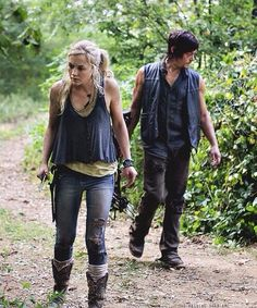 "Beth and Daryl;  Season 4  ""Inmates"".   The Walking Dead pic.twitter.com/E5L2r7y7vh"