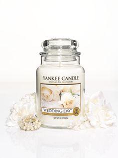 L Jar - Classic Yankee Candle glasburk med lock.    Brinntid: 110 - 150 timmar Höjd: 17 cm, Diameter 98 mm, Omkrets 31 cm Vikt: 22 oz, 623,5 g #YankeeCandle #LargeJar #ClassicJar