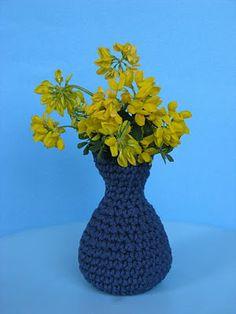 free crochet patterns: crochet vase - crafts ideas - crafts for kids