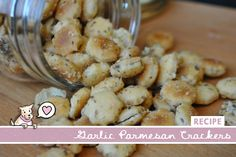 Garlic Parmesan Oyster Crackers - Super simple and CHEAP to make for a party! Recipes Appetizers And Snacks, Easy Snacks, Yummy Snacks, Snack Recipes, Savory Snacks, Oyster Cracker Snack, Seasoned Oyster Crackers, Holiday Snacks, Christmas Appetizers