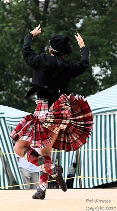 Male dancer in kilt from the back #longniddry #red #tartan
