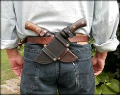 Nice set up, practical and close at hand. Can be hidden under a jacket.