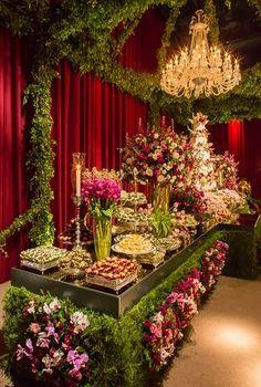 """Paula Chohfi e Thiago Sacchi disseram o """"sim"""" em um casamento clássico, em São Paulo. A decoração teve assinatura da 1-18 Project."""
