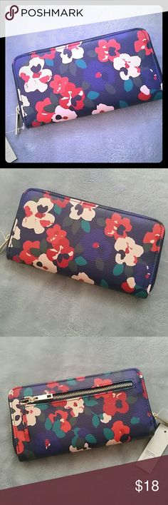 """Women's Floral Accordion Wallet PRODUCT FEATURES :  Sleek & Compact Accordion-style design Polished brass hardware  Zipper closure  Exterior: Zip pocket Interior: Zip pocket, 3 slip pockets & 10 card slots 4""""H x 7.5""""W x 1""""D  ✌Price FIRM unless bundled Apt. 9 Bags Wallets"""