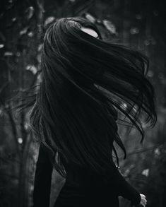 Dark Beauty, Goth Beauty, Wallpeper Tumblr, Fotografia Pb, Black Hair Aesthetic, Brunette Aesthetic, Yennefer Of Vengerberg, Dark Pictures, Beautiful Pictures