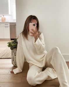 Aritzia Dupes, Skims Dupes, and all the best loungewear trends you need to indulge in. Read more to find the perfect loungewear for you whether you are working from home or going out to the store (with your mask of course) Lounge Outfit, Lounge Wear, Loungewear Outfits, Loungewear Set, Trendy Outfits, Fashion Outfits, Womens Fashion, Fashion Trends, Latest Fashion