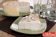 Torta de coco com chantilly: Você adora doce? Então que tal preparar uma Torta de coco com chantilly para toda sua família? É uma delícia e…