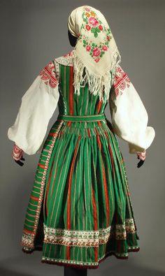 back of Polish costume from Kurpie - Puszcza Biała Polish Clothing, Folk Clothing, Historical Clothing, Traditional Fashion, Traditional Dresses, Folk Costume, Costumes, Polish Embroidery, Polish Folk Art