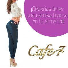 La camisa blanca te hará lucir elegante y a la moda con cualquier combinación. Desde unos jeans ajustados hasta un pantalón de cuero o unos jeans push up. No necesitas esforzarte demasiado y siempre te sacará de un apuro.  Cuéntanos, ¿Tienes una camisa blanca en tu armario? #Style #Cafe7 #Moda Up, Pants, Fashion, Leather Pants, Crisp White Shirt, Skinny Jeans Wedges, Closets, Shirts, Elegant