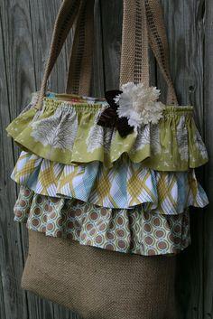Burlap with ruffles tote bag Burlap Purse, Burlap Bags, Jute Bags, Cute Sewing Projects, Burlap Projects, Burlap Crafts, Handmade Handbags, Handmade Bags, Crochet Shoulder Bags