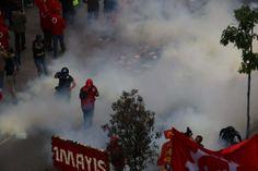 """İstanbul'dan """"1 Mayıs"""" manzaraları...İstanbul'dan """"1 Mayıs"""" manzaraları... WWW.CNNTURK.COM İstanbul'da Taksim'in 1 Mayıs'a kapanmasının ardından """"Taksim'de olacaklarını"""" açıklayan STK'lar toplanmaya başladı. İşte o toplanmalar ve polis önlemleriyle kentte son durum..."""