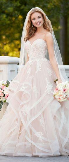 Best Wedding Dresses of 2017 - Wedding Dress by Stella York Spring 2017 Bridal Collection #bestof2017 #weddingdress #bridalgown #weddingdresses #weddings #bride