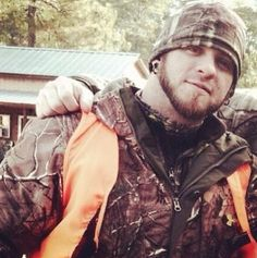 Brantley looking sexy rocking the camo. Oh my god Cute Country Boys, Country Men, Male Country Singers, Country Bumpkin, Southern Gentleman, Brantley Gilbert, Country Music Stars, Jason Aldean, Best Songs
