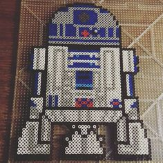 R2D2 Star Wars perler beads by wallsjohnny