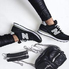 "✖️New Balance✖️ Leggings @asos Sneakers @newbalance Bag @alexanderwang ""Brenda"" #flatlay #flatlayapp"