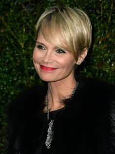 Amazing Kristen Chenoweth Cute Petite And A Big Head Celebrities Short Hairstyles For Black Women Fulllsitofus