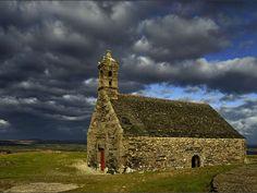 Le mont Saint-Michel-de-Brasparts et sa chapelle, dans le Finistère (Bretagne, Finistère).