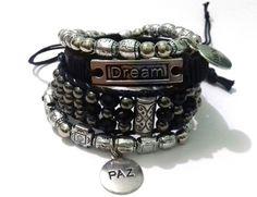 Kit de pulseiras contendo: <br> <br> - 02 pulseiras eslásticas com…