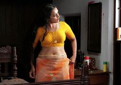 Malayalam Actress Swetha Menon Hot Navel With Gold Waist Chain In Yellow Blouse South Indian Actress Hot, Indian Actress Hot Pics, Beautiful Girl Indian, Most Beautiful Indian Actress, Beautiful Roses, Beauty Full Girl, Beauty Women, Swetha Menon, Dehati Girl Photo