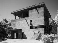 Brunner Sanina - Architect - Le Corbusier - Villa Shodhan - Ahmedabad - India - 1951 - photo by Cemal Emden Houses Architecture, Chinese Architecture, Architecture Office, Futuristic Architecture, Architecture Design, Office Buildings, Pavilion Architecture, Le Corbusier, Ahmedabad