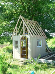 """Welcome to Kriquet's """"Kyckling Trädgård""""Our summer has been spent constructing a beautiful. Large Chicken Coop Plans, Chicken Coop Run, Chook Pen, Hen House, Raising Chickens, Chickens Backyard, Hens, Play Houses, Summertime"""
