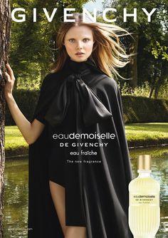 Época Cosméticos- Eaudemoiselle Eau Fraiche simboliza a elegância natural e inspira-se nos aromas da primavera ar, frutas cítricas frescas e prados verdes.