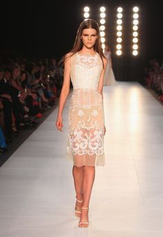 The Diana Dress at L'Oreal Melbourne Fashion Festival (LMFF) Vestidos De Fiesta Baratos, Vestidos Cortos, Moda De Melbourne, Vestidos De Alta Costura, Vogue Australia, Festival De Moda, Detalles De Moda, Vestirse Para Impresionar, Vestidos De Noche