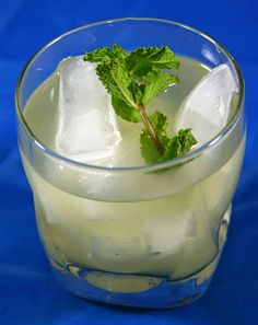 Culturally Confused: A New Turn in the South: Lemonade with Vanilla, Mint, and Rosemary