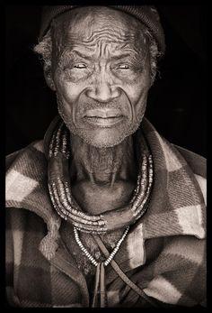 Photos - Fotos: John Kenny - Part 3 - Kaokoland - The Himba - Africa - Portraits - Links John Kenny, We Are The World, People Around The World, Namaste, Old Faces, African Tribes, African Art, Portraits, Photography Gallery