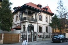 casa in stil neoromanesc Bucharest, House In The Woods, Byzantine, Home Fashion, Guest Room, Kids Room, Arch, Exterior, House Design