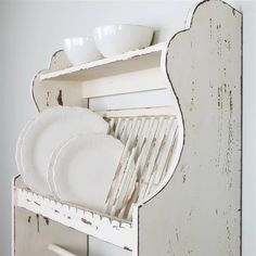 Wooden Plate Rack, Diy Plate Rack, Wooden Plates, Vintage Plates, Plates On Wall, Plate Holder, Kitchen Shelves, Diy Kitchen, Vintage Kitchen