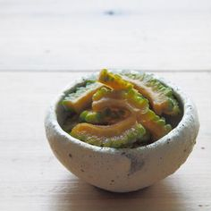 居酒屋で食べたゴーヤのお漬物があまりにも美味しかったので大将さんにどきどきしながら聞いて教えてもらいました。 Japanese Food, Pickles, Serving Bowls, Food And Drink, Tableware, Kitchen, Recipes, Cooking Ideas, Life